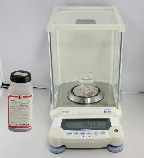 Fig. 5-1 Weigh the potassium ferricyanide (1) using directly the beaker 50 mL (2) with an analytical digital balance.