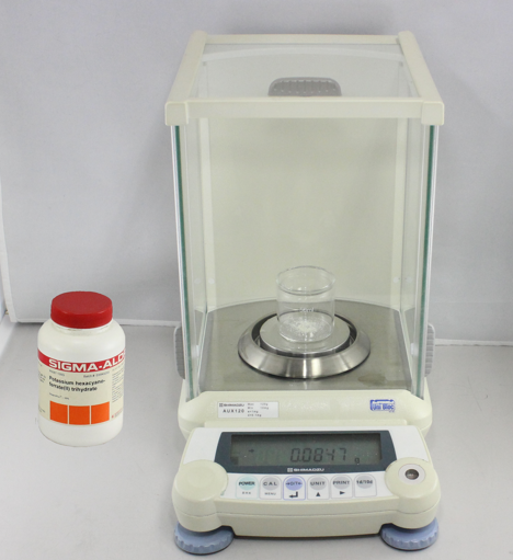 Fig. 5-2 Weigh the potassium ferrocyanide (1) using directly the beaker 50 mL (2) with an analytical digital balance.